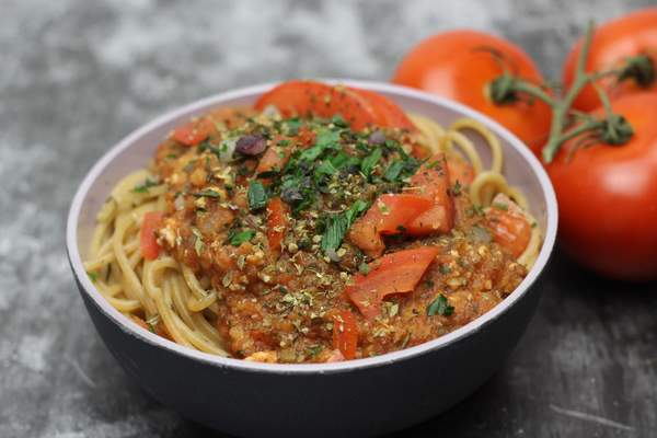 Linsenbolognese mit Spaghetti